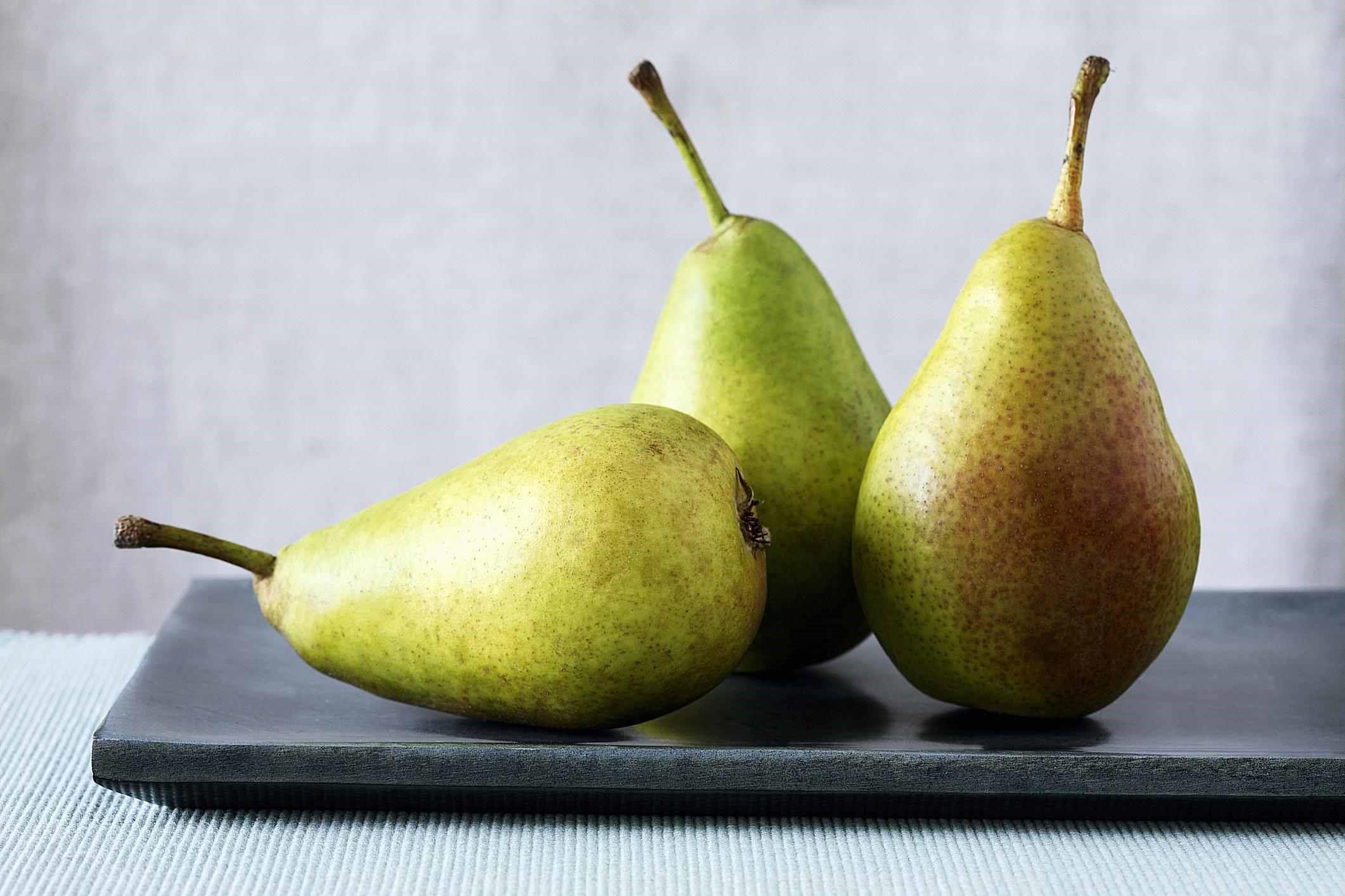 میوه گلابی منبع عالی فیبر
